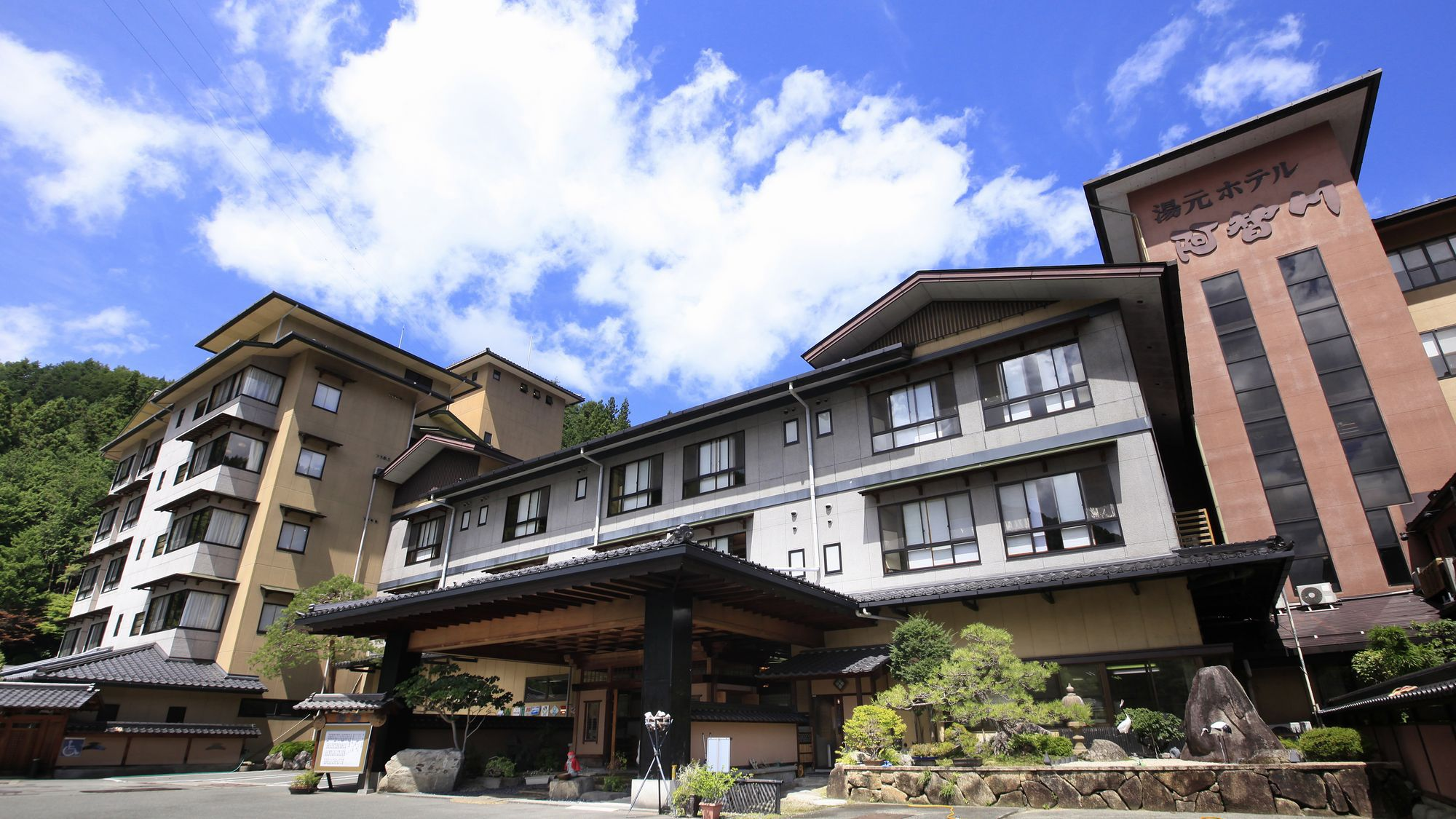 昼神温泉に夫婦で旅行に行きます。一人2万円以内で泊まれる宿を教えてください。