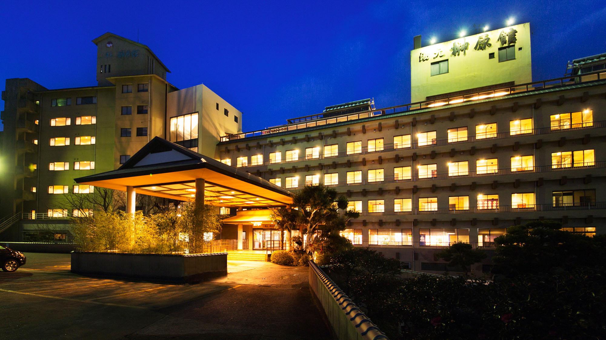 家族4人で4月に伊勢神宮と長島スパーランドに2泊3日で東京から旅行に行きたい。両方訪れる為の最良の宿地を教えて下さい。