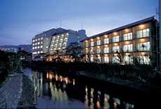 伊東温泉で外湯めぐりをしたいと思うので、コスパのいいホテルをおしえてもらえますか?