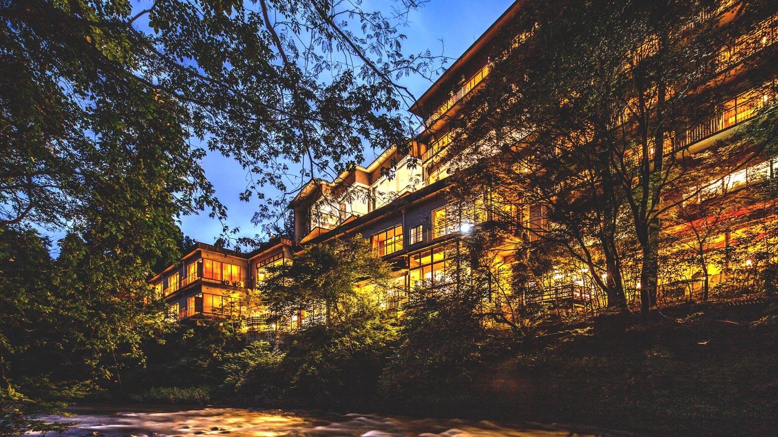 初の温泉旅行、夜は鉄板の卓球で盛り上がりたい!ゲームコーナーのある山中温泉の宿を教えて!