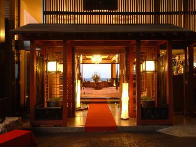 有休を使って平日に稲取温泉に行きます。のんびりできる露天風呂のある宿を教えてください。