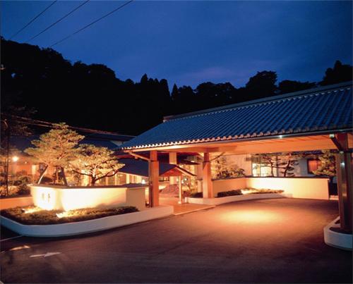 金沢で魚料理・カニ料理がおすすめの温泉宿を教えて!