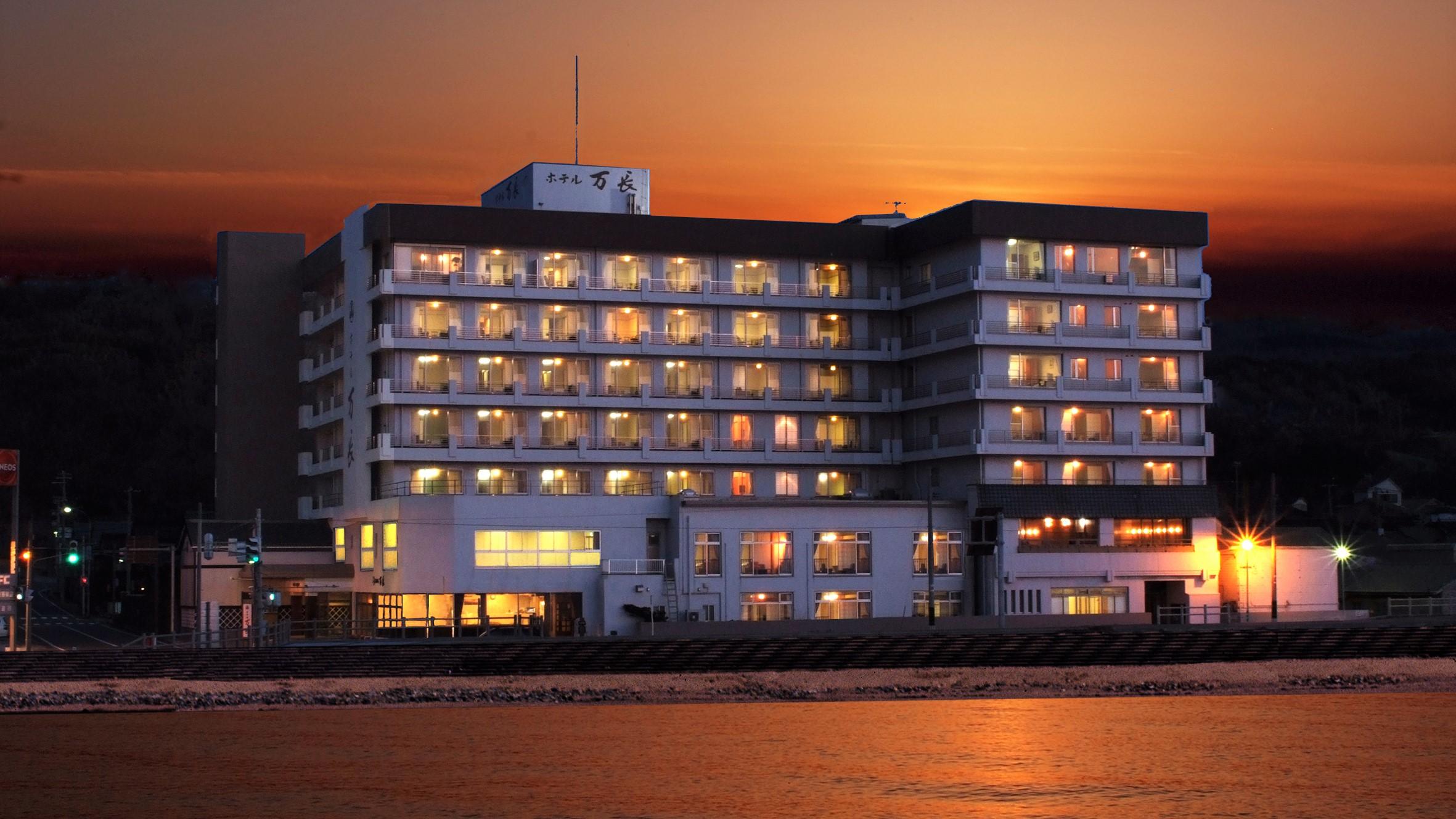 伝統と風格の宿 ホテル万長 <佐渡島>...