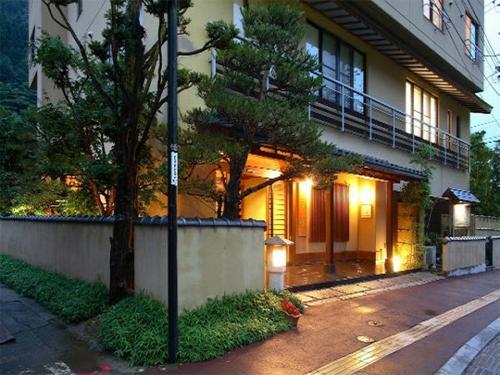 妻と2人で3万円以内で泊まれる鹿教湯温泉の宿は?
