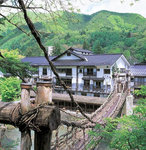 湯西川温泉 本家伴久 平家伝承かずら橋の宿...