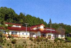 作東 山の学校の外観