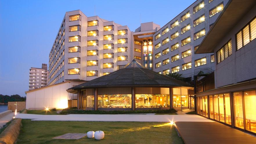 和倉温泉に職場の同僚と旅行。マッサージを受けられるお勧めの宿を教えてください