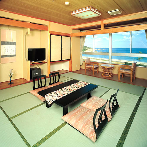海側 和室 加湿空気清浄機、バス、温水洗浄トイレ完備