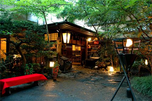 老親がのんびりできる、露天風呂付き客室があり、食事が部屋だしの黒川温泉の宿を教えてください。