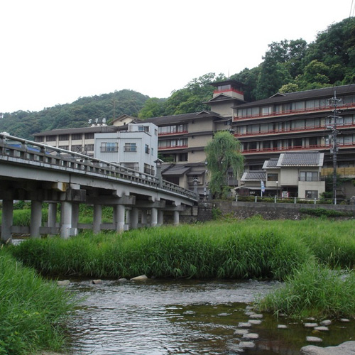 三朝温泉でラジウム温泉と贅沢な食事の楽しめる高級旅館を教えてください