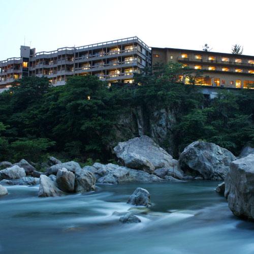 彼女の誕生日に、記憶に残る旅行をプレゼントしたい!鬼怒川温泉のおすすめの宿を教えて!