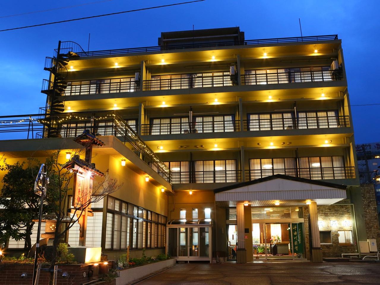 親と戸倉上山田温泉に行きます。日頃の疲れを癒すためにマッサージの受けれる宿を教えてください。