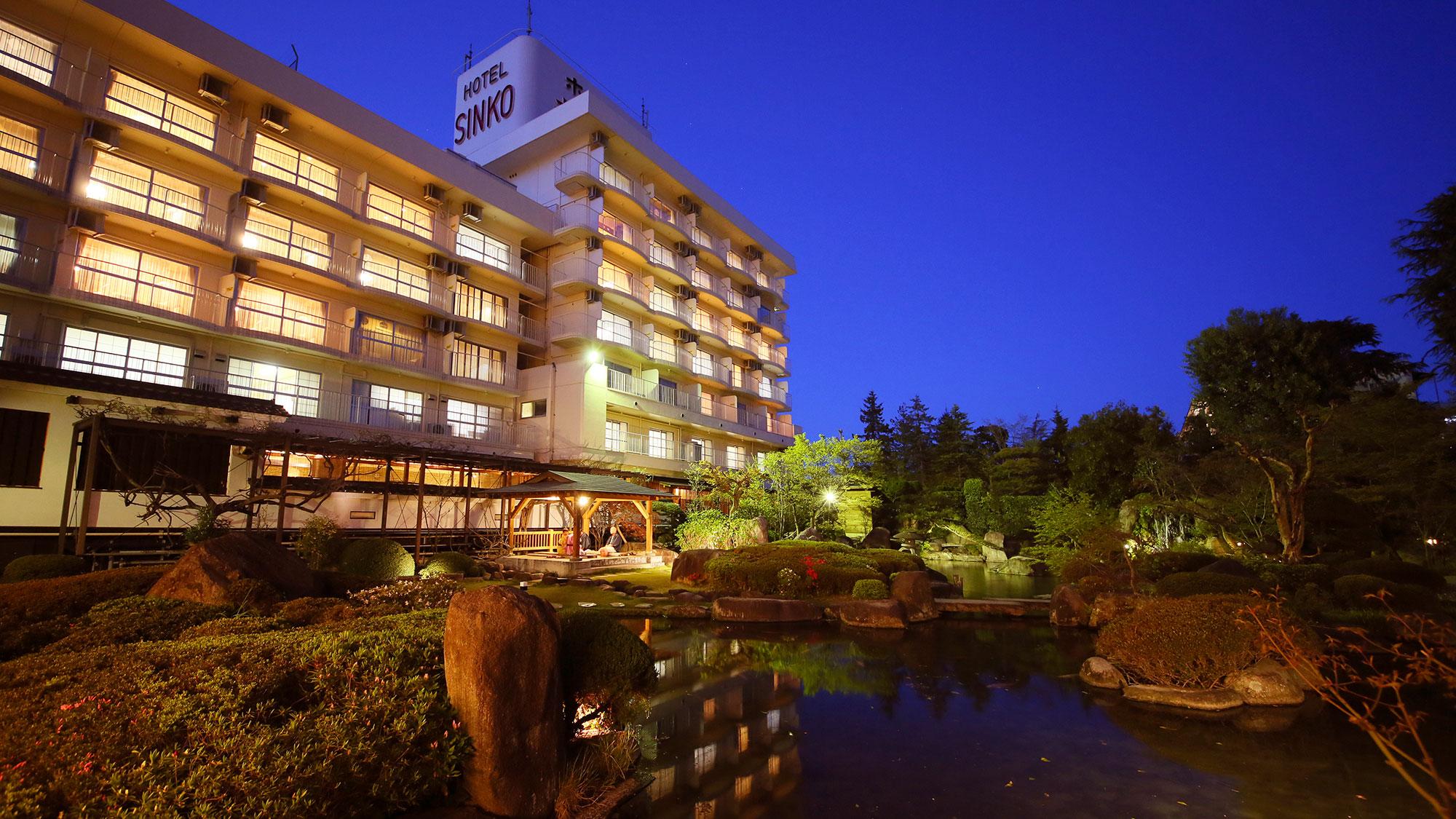 カラオケを楽しめる、駅から送迎つきの石和温泉の宿はありますか?