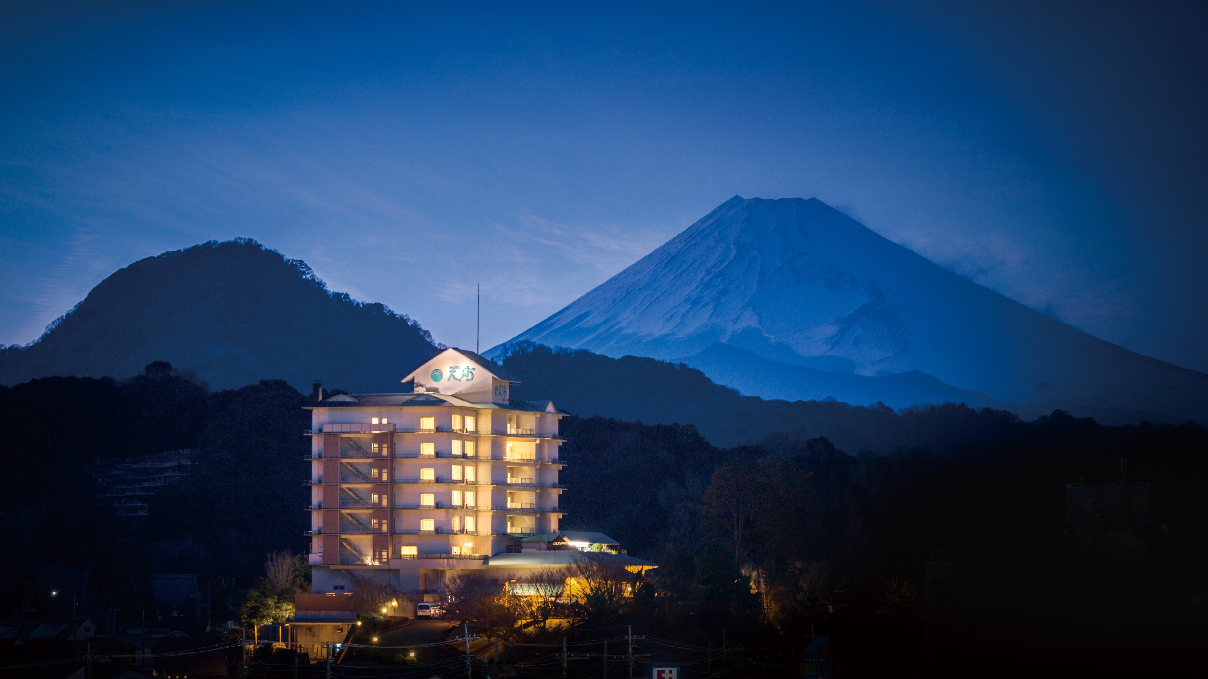 12月に伊豆長岡温泉へ親子で行きます。海の幸が美味しいオススメ宿があれば教えてください。