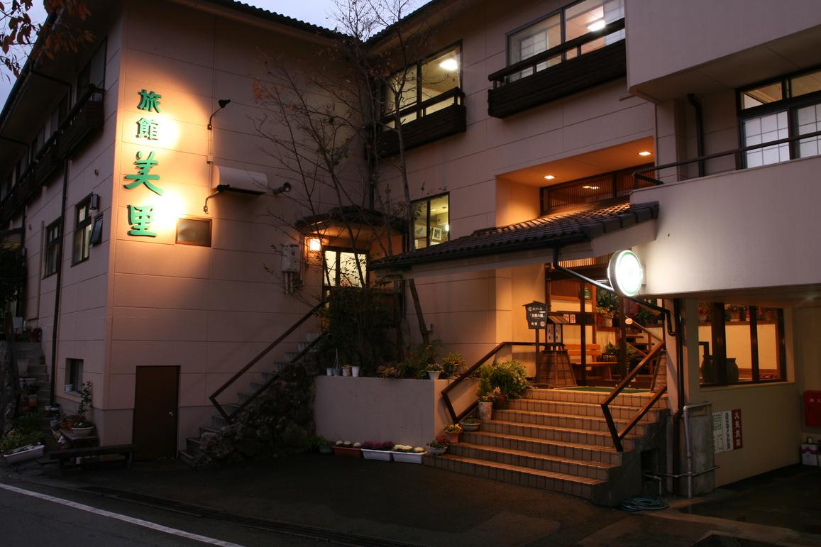 熊本・黒川温泉で名物の馬刺しがいただける宿とは?