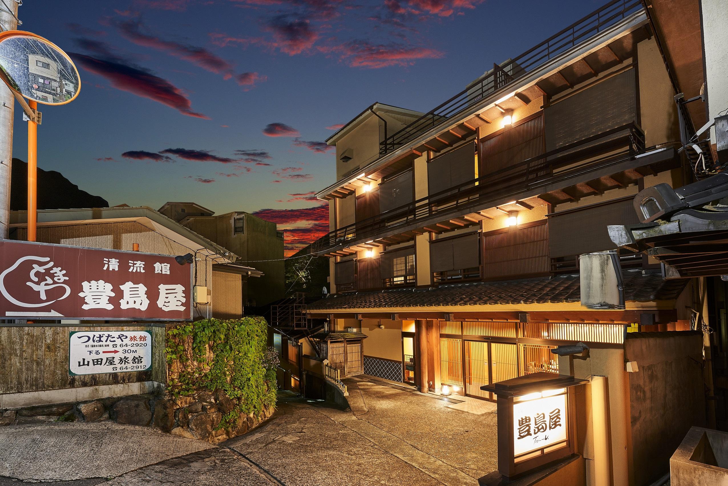 四万温泉に4万円以内で泊まれる、露天風呂付客室がある宿はありますか?