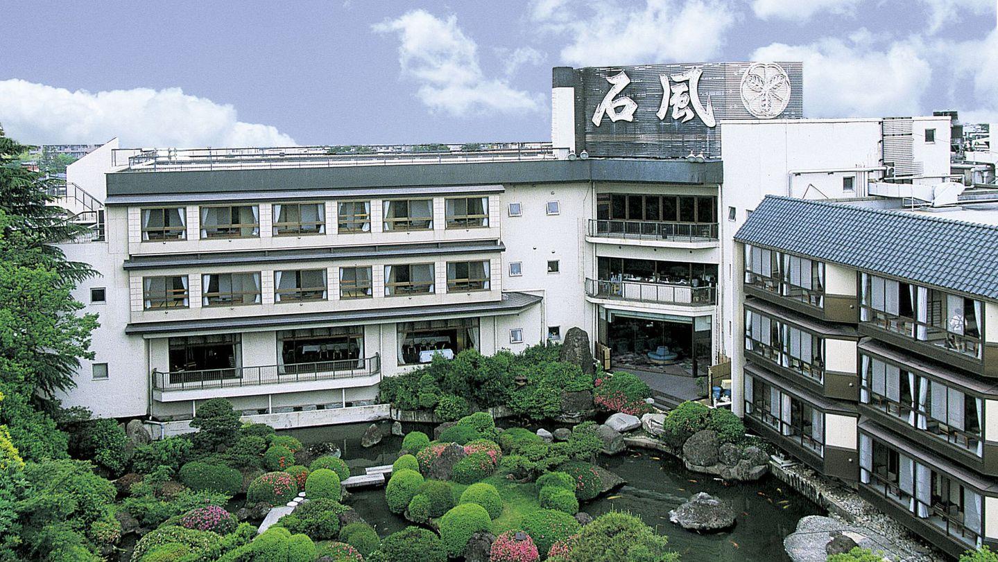 11月に行く石和温泉で旬の会席料理を堪能できる宿はありますか?