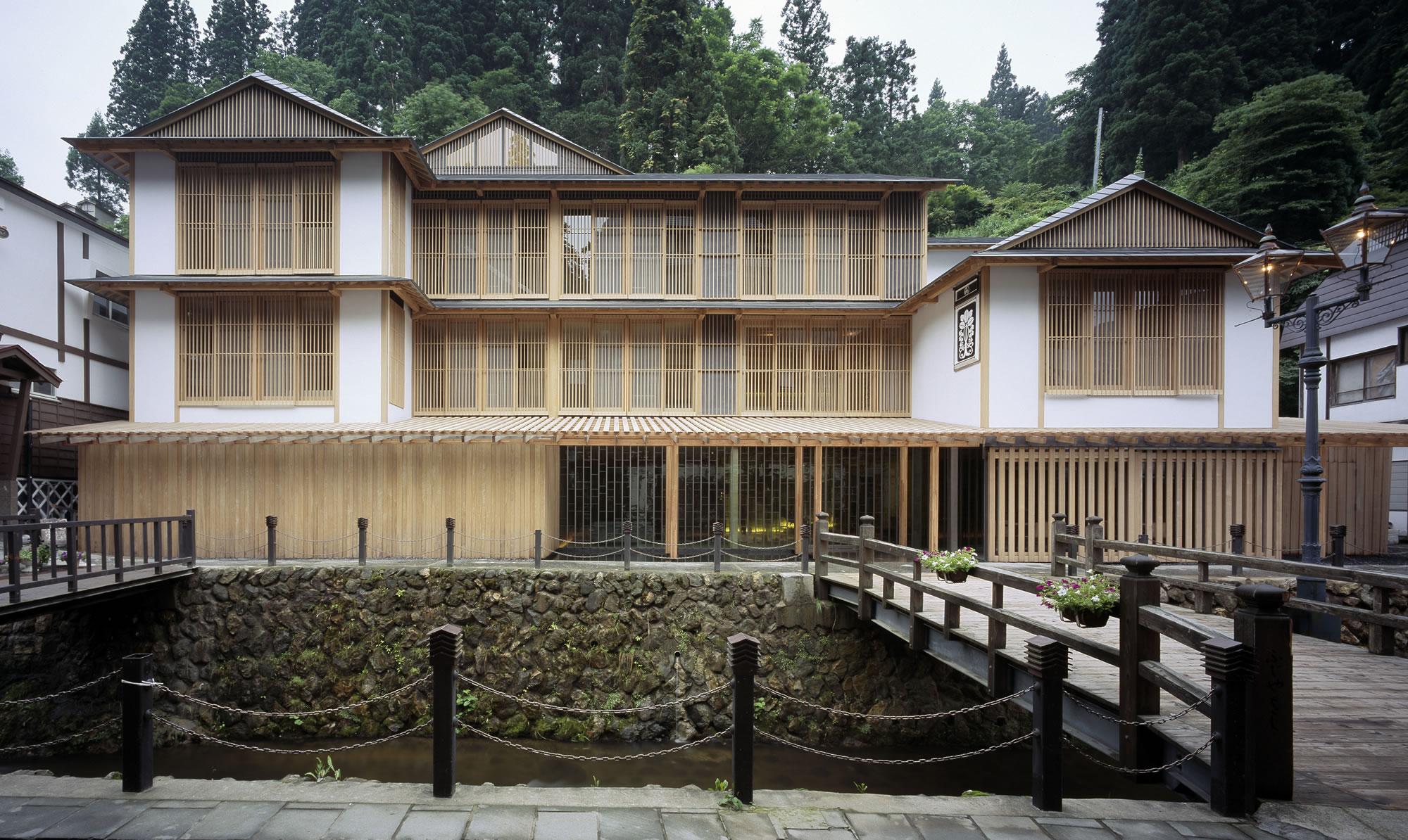 銀山温泉で贅沢気分を味わえる高級旅館はどこ?