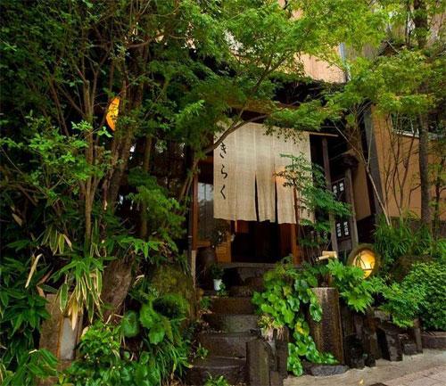サークル仲間と賑やかに入れる高めの温度の別府温泉の宿はどこ?
