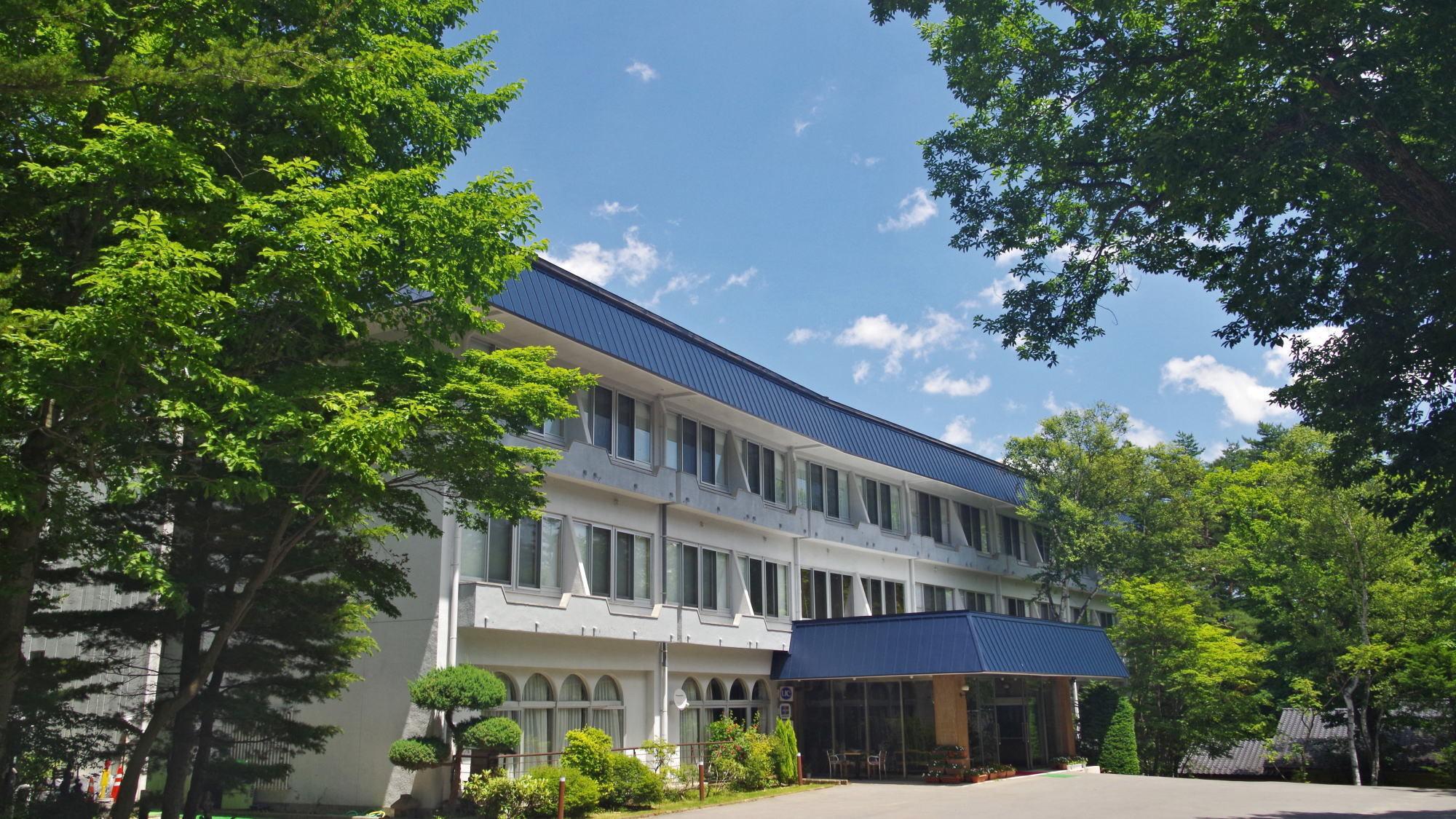 草津温泉に高齢の母と訪れるためバリアフリーに対応した宿を探しています。