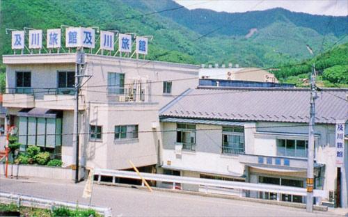 及川旅館の外観
