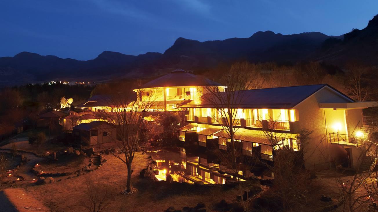 高齢の母を四国か九州の温泉に連れて行きたい。高齢者に配慮した食事メニューがありバリアフリーのホテルは?