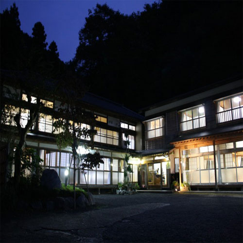 横川温泉でレトロ&モダンな宿