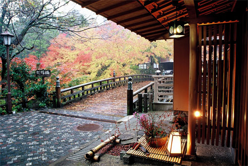 山中温泉で観光スポットに近い温泉旅館を探しています!おすすめを教えてください。