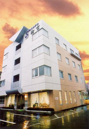 ビジネスホテル鶴富の外観