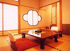 和賀川の清流を眺める 和室8帖(バス・トイレ付)