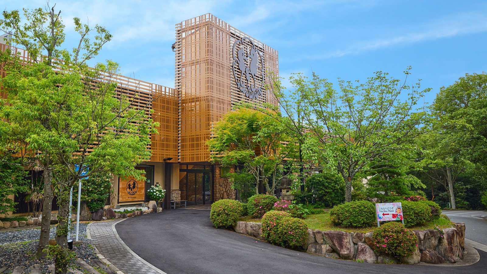 観光で、兵庫県に行きます。学生にお得なプランがある温泉旅館を教えて!