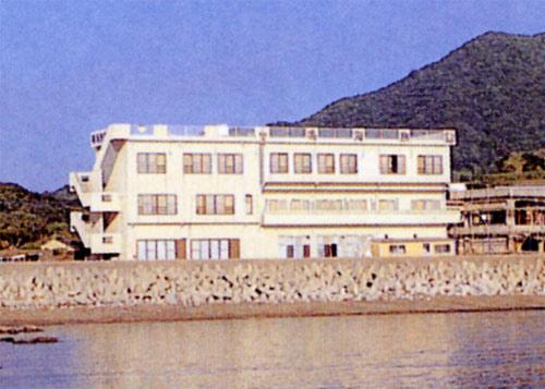 鳴海旅館の外観