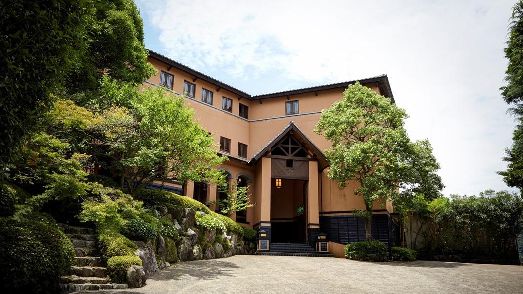 嬉野温泉の三大美肌の湯と呼ばれる温泉とできればスパも楽しめる旅館を知りたいです。