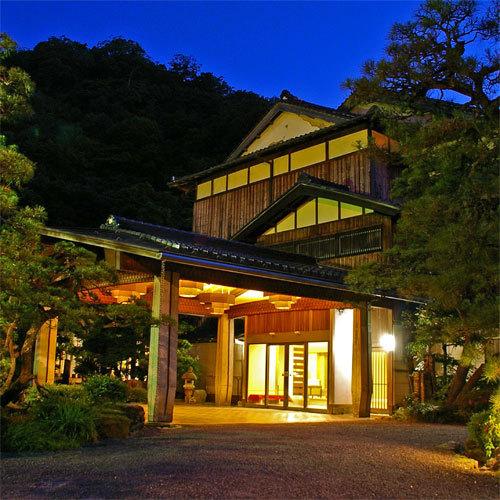 今までの恩返しで父と城崎温泉に行きます!値段は少し高めでもいいのでおすすめの温泉宿ってありますか?