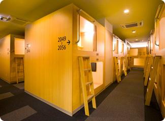 2F・3F カプセルホテル(全186室)