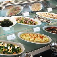 【感動夜景レストラン】 サラダ&スイーツブッフェ付き 『ヨコハマ下町ディナー』&朝食 2食付