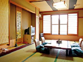 本館和室8〜10畳(ウォシュレットトイレ付き)