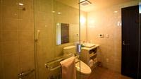 3月〜【連泊・朝食付き】★27平米★広いシャワールームの1階のお部屋