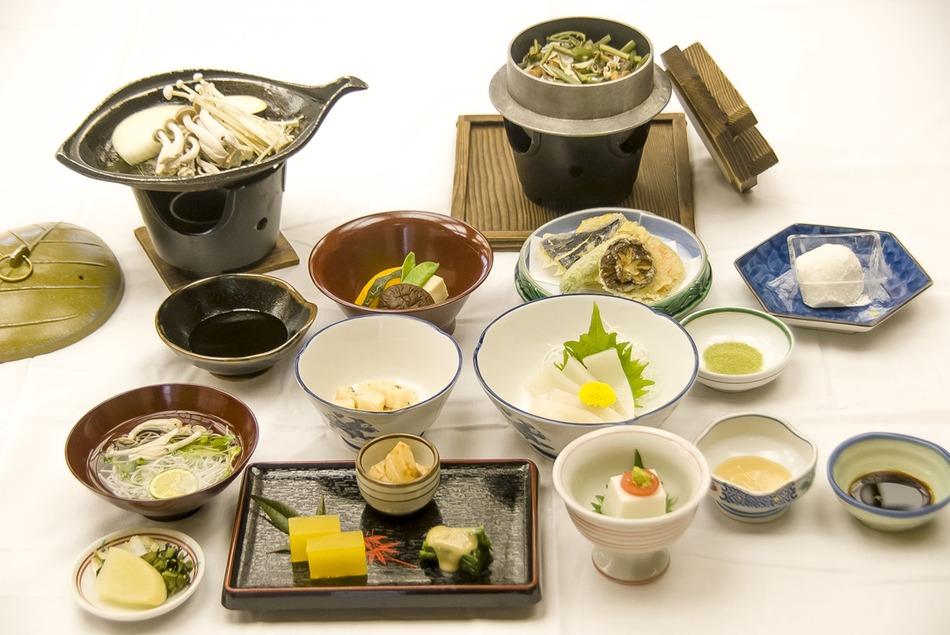 ☆高野山を巡ろう☆ 野菜を中心に肉・魚を使わない『精進料理』を静かな山奥にて・・・