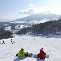 【春休み北海道】[朝食×リフト券]ぽかぽか爽快春スキープラン =プール・温泉利用ok= お先でスノ。