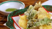 【グレードアップ】お食事も佐渡旅の思い出に!◆茹でガニ&サザエの壺焼付き手仕込み創作海鮮料理
