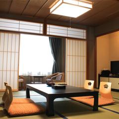 ●眺望自慢の飛騨川に面した和室
