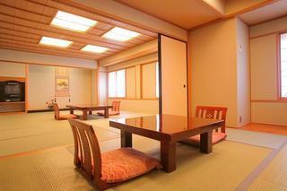 【和室:15畳+6畳】笛吹川を望む広々和室(6名定員)禁煙