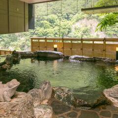 【バリアフリー対応】宮大工が手掛けた「檜の温泉風呂」付和洋室で寛ぐ。延楽バリアフリープラン