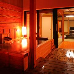 【露天風呂付き客室 檜】風情を愉しむ趣ある和室13.5畳