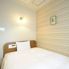 シングルルーム/全館禁煙〜眠りを追究した低反発ベッド採用