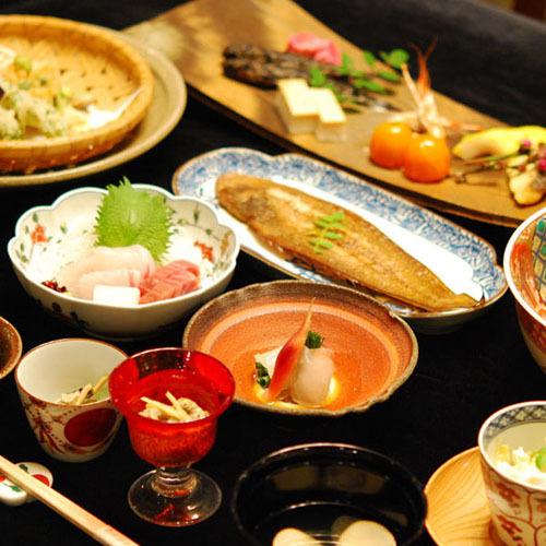◆2食付◆郷土料理が素敵な器づかいで食べられるプラン♪空気清浄機完備・駐車場無料・貸自転車無料