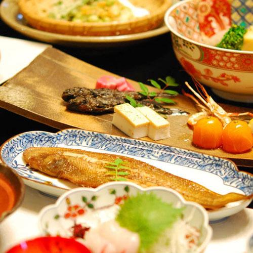 ◆2食付◆郷土料理が素敵な器づかいで食べれるプラン  共同風呂あり、駐車場無料、自転車無料