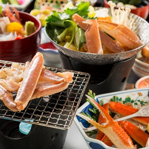 【ミニ蟹会席】香ばしい焼き蟹&熱々かに鍋、カニ足も付く!3種の蟹料理を楽しめる人気コース