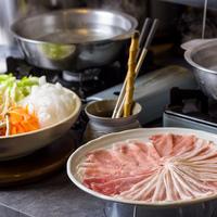 【沖縄セレクション】2連泊の滞在でホテルディナー1回無料!! 沖縄の食事も楽しむ (朝食付き)